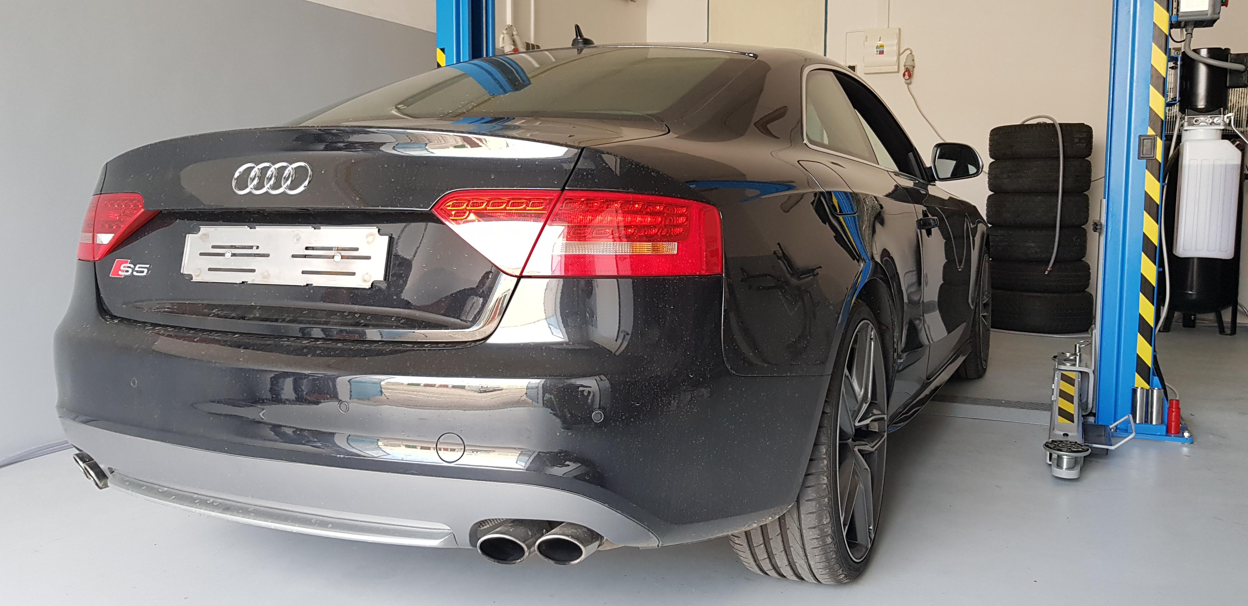 Audi_S5_Akrapovic_002