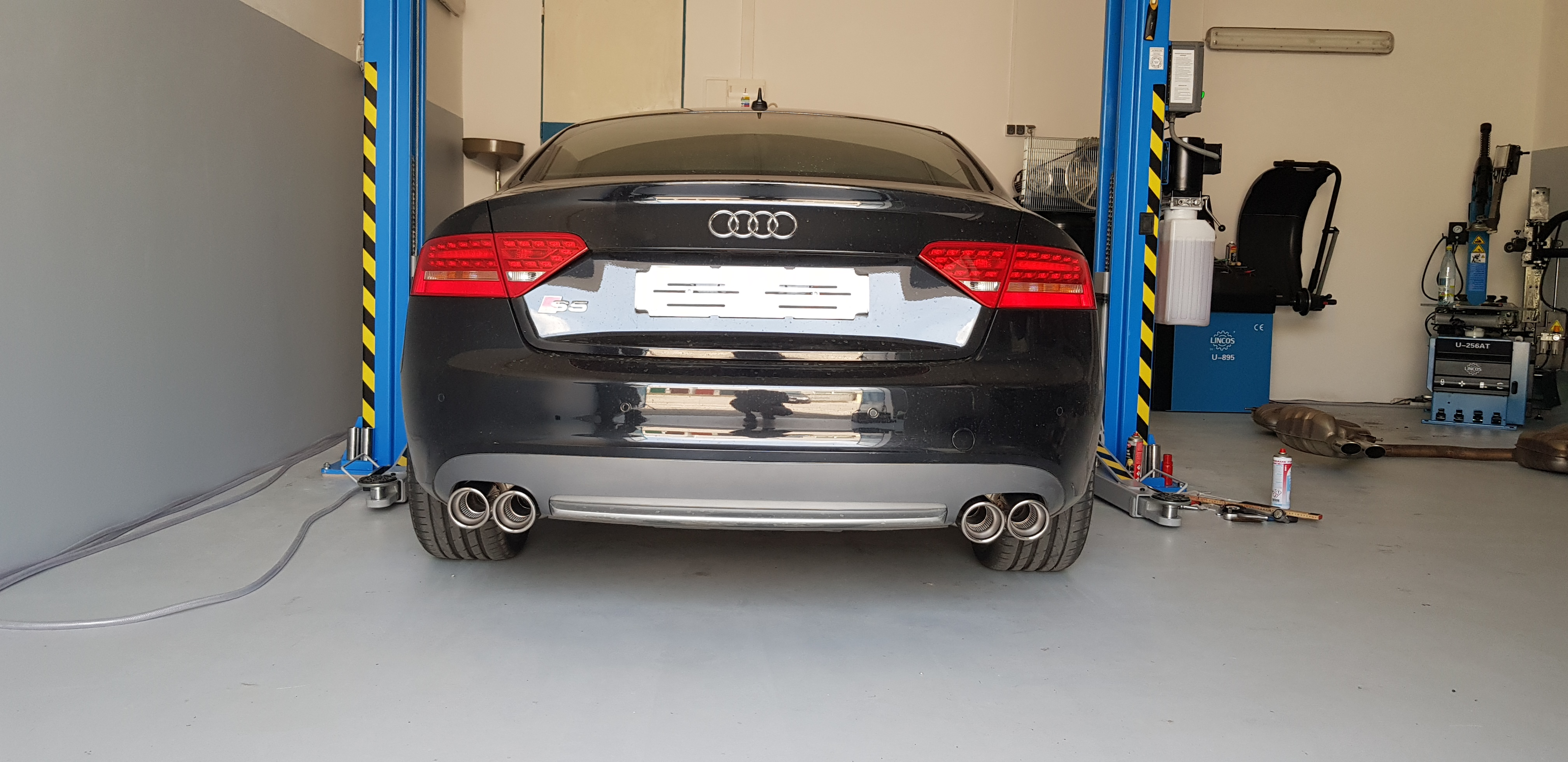 Audi_S5_Akrapovic_007